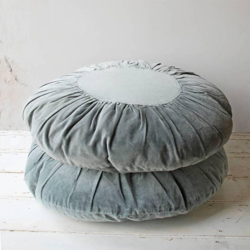 original_velvet-round-cushion.jpg